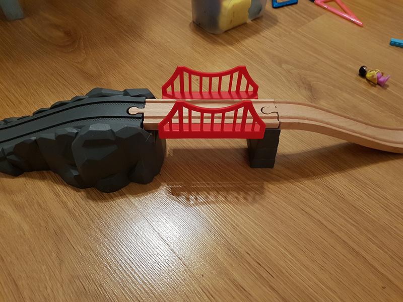 Puente rojo del tren de Lidl